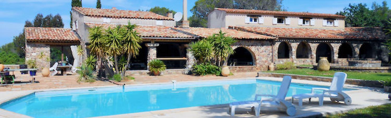 Fréjus - Spacieuse bastide de 7 logements / appartements (env. 500 m2) avec vue mer.